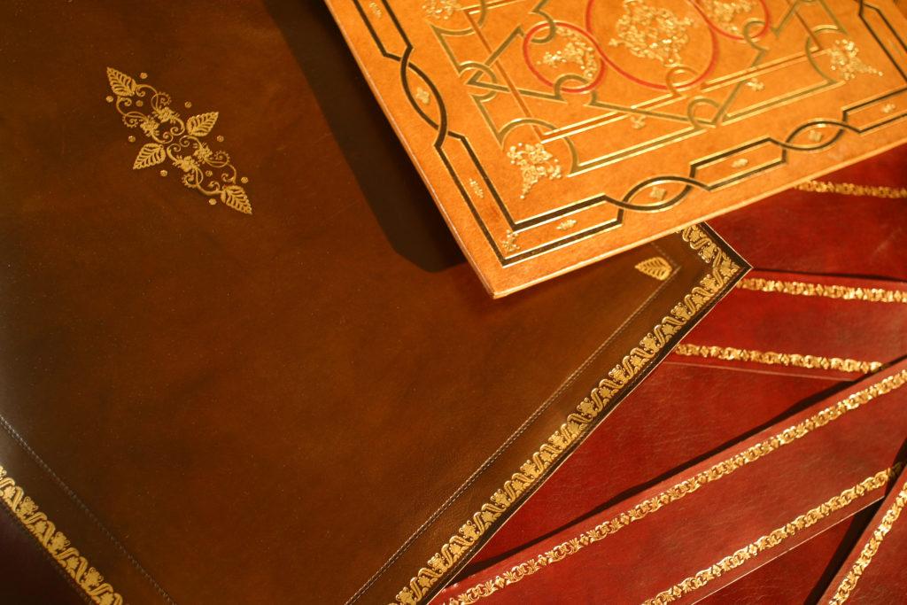 La Gainerie D'Art- cuirs de bureaux dorés (11)