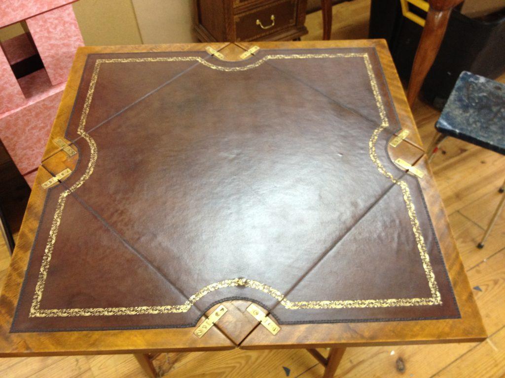 La Gainerie D'Art-table a jeux en cuir