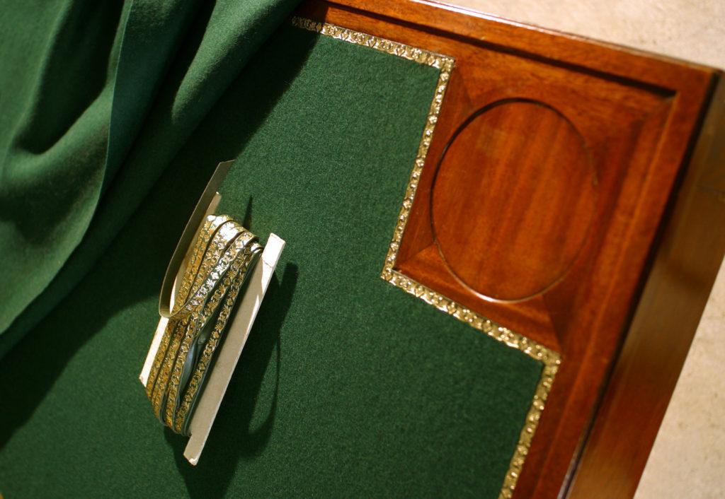 La Gainerie D'Art-table a jeux feutre et galon (1)